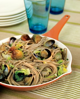 Soban Noodles with Asian Clam Sauce